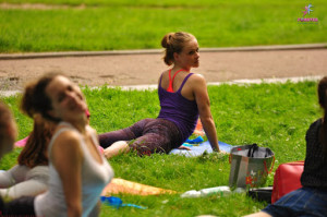 стретчінг в парку
